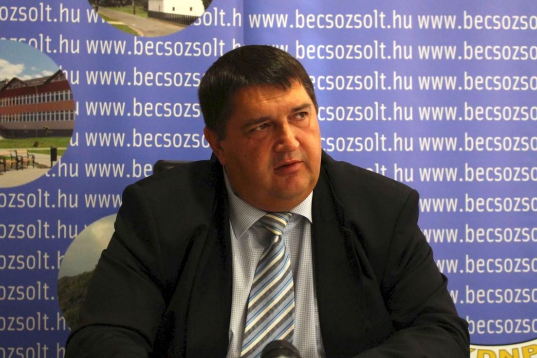 Becsó Zsolt képviselő cége tízmilliókat nyert az államtól, de a vagyonbevallásában nincs se cég, se pénz