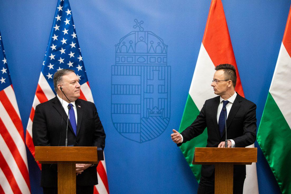 Orbán enged az USA-nak
