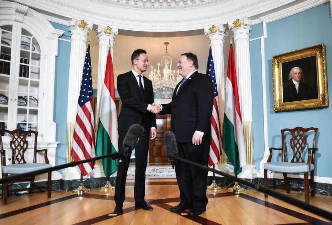 Magyarországnak ígért milliárdos fejlesztést is érint Trump mexikói határfala