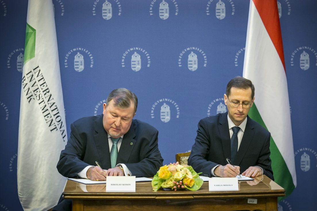 Ki akarják szorítani Magyarországról az orosz befolyású bankot az amerikaiak, hiába tett újabb engedményeket az Orbán-kormány